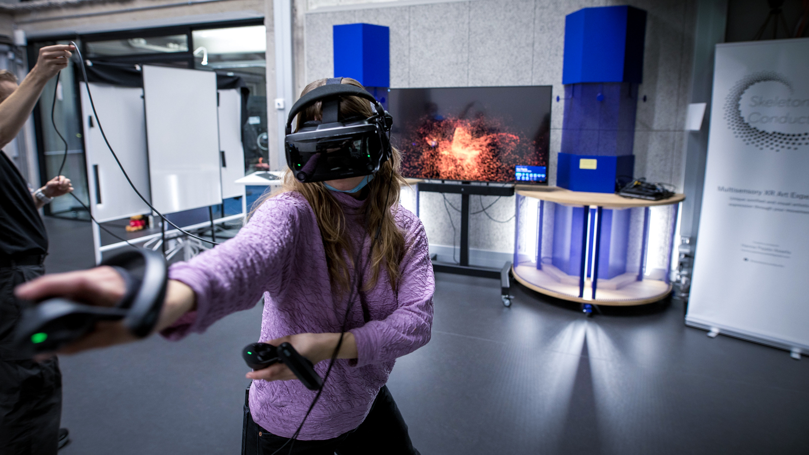 Testing a VR headset. Photo: Lauri Tiainen.